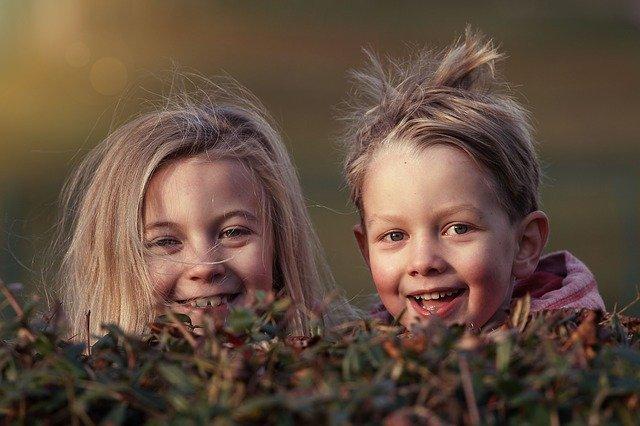 Lykkelige barn med godt selvbilde